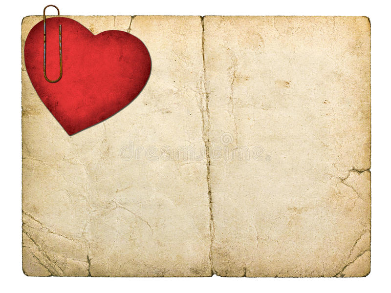 Tarjeta vieja del cartón con el corazón de papel rojo imagen de archivo