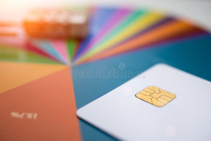 Tarjetas de crédito y carta, cierre para arriba foto de archivo libre de regalías