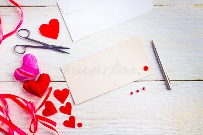 Tarjetas de felicitación en blanco el día del ` s de la tarjeta del día de San Valentín foto de archivo