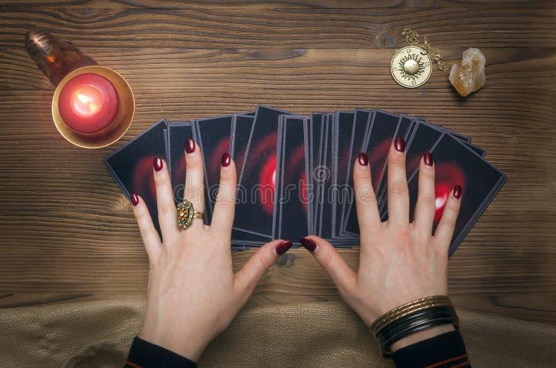 Tarjetas de Tarot Adivino divination foto de archivo