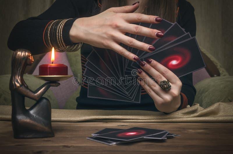 Tarjetas de Tarot Adivino divination imagen de archivo libre de regalías