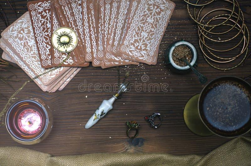 Tarjetas de Tarot Adivino divination foto de archivo libre de regalías