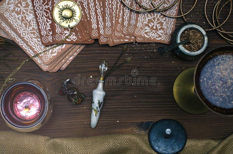 Tarjetas de Tarot Adivino divination fotos de archivo libres de regalías