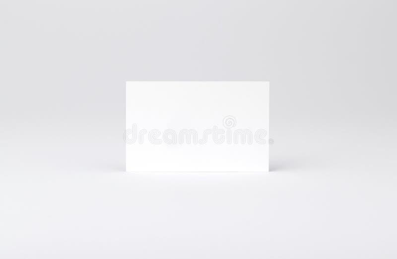 Tarjetas de visita aisladas en blanco foto de archivo
