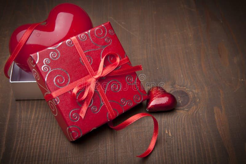 Tarjetas del día de San Valentín presentes foto de archivo