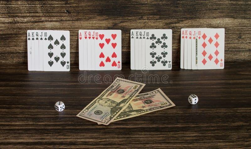 Tarjetas y dinero foto de archivo libre de regalías