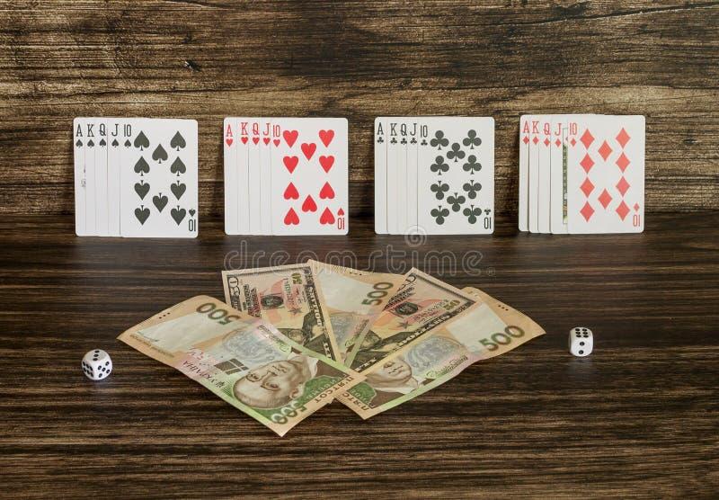 Tarjetas y dinero imágenes de archivo libres de regalías