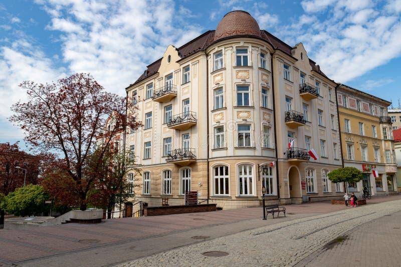 Tarnow, Malopolskie/Polen - Mai, 1, 2019: Historische Straßen in der alten Stadt von Mitteleuropa Erneuerte Wohnungen in einer Gr stockbild