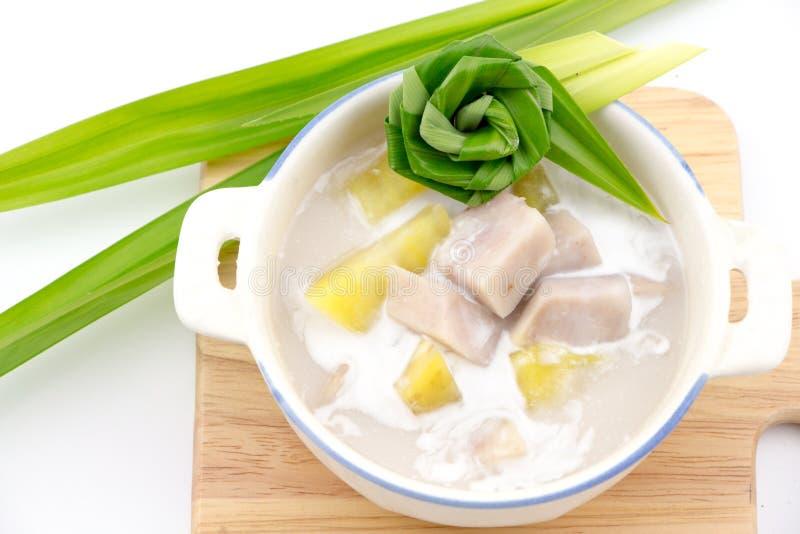 Taro et patate douce en lait de noix de coco doux photo stock