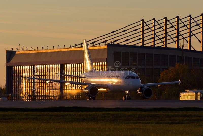 Tarom Airbus 318 immagine stock libera da diritti