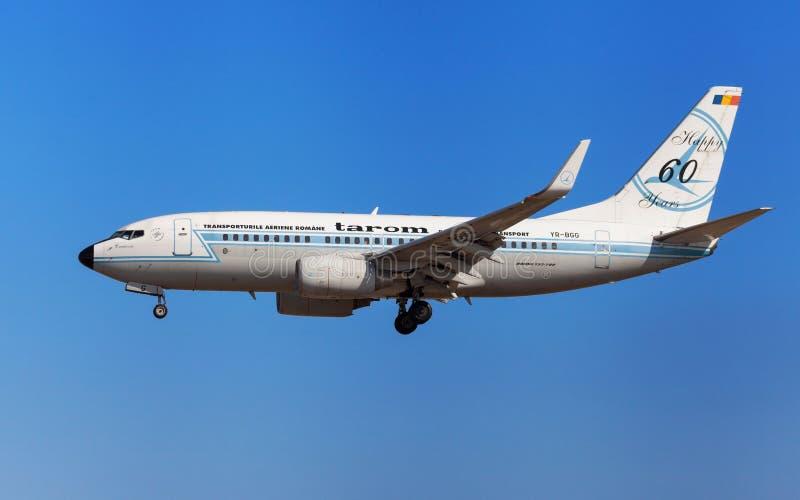 Tarom Boeing 737-700 Retro livré royaltyfria bilder