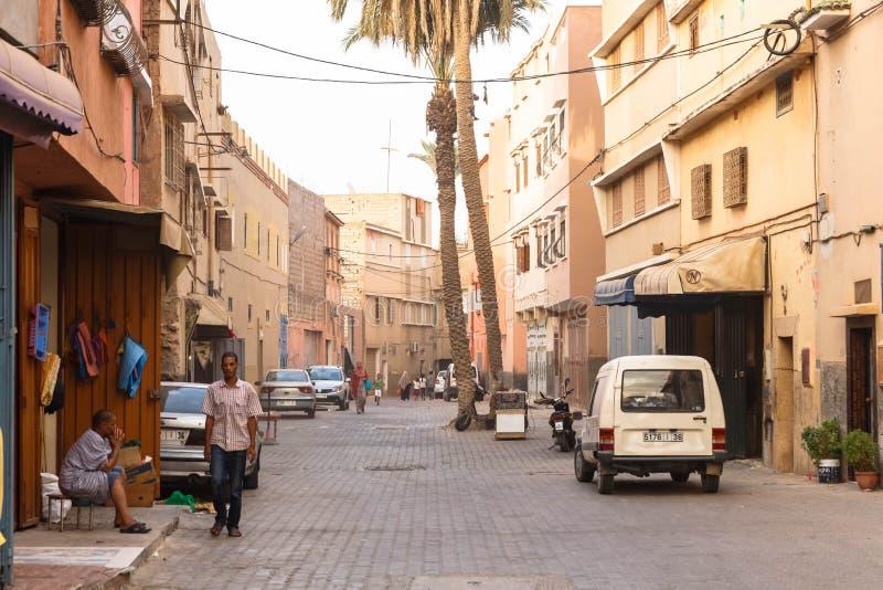 Taroudant, Marrocos - em agosto de 2017: Ruas vermelhas da cidade velha de Taroudant fotografia de stock royalty free