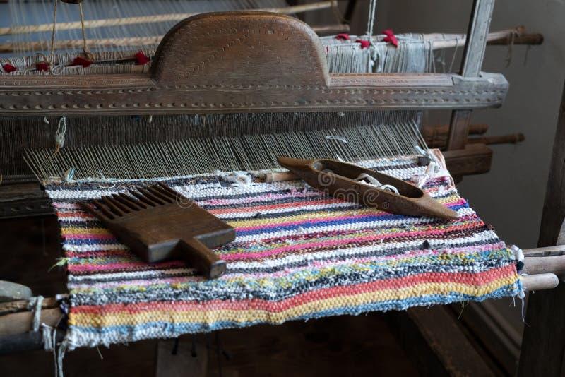 TARPESTI, MOLDOVIA/ROMANIA - 19 SEPTEMBER: Oud weefgetouw in Necu stock foto