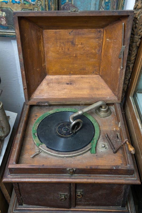 TARPESTI, MOLDOVIA/ROMANIA - WRZESIEŃ 19: Stary fonograf w th zdjęcie stock