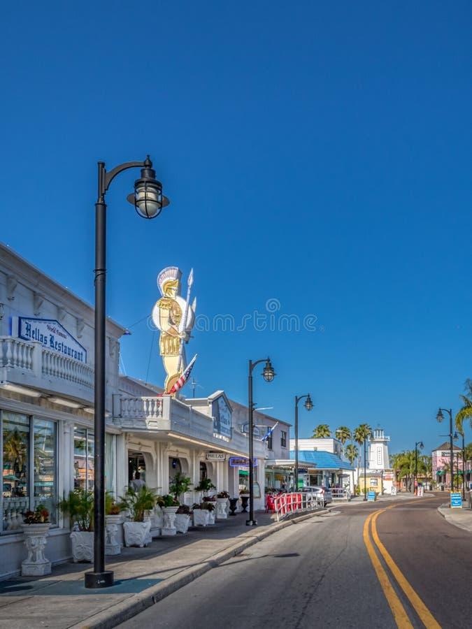 TARPON SPRINGS FLORIDA: Svamphuvudstad av världen och den historiska grekiska staden på golfen av Mexico royaltyfri foto