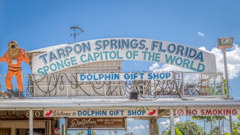 TARPON SPRINGS, LA FLORIDE - 30 JUIN 2019 : Capital d'éponge du signe de boutique de cadeaux de dauphin du monde images libres de droits
