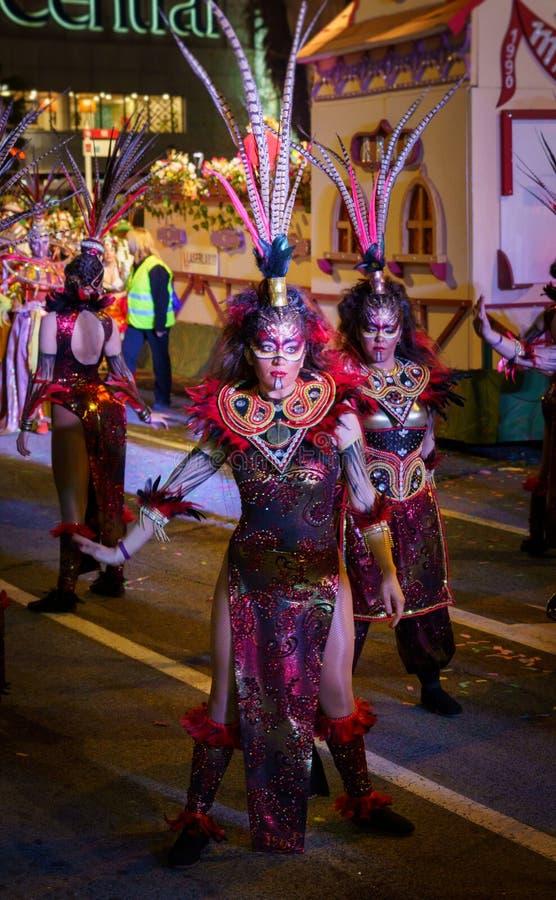 Tarragona, Espagne 3 mars : Femme déguisée dans le défilé principal du carnaval de Tarragone photos libres de droits