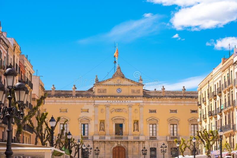 TARRAGONA, ESPANHA - 1º DE MAIO DE 2017: Construção neoclássico do Municipal de Palau do mayoralty Copie o espaço para o texto foto de stock royalty free
