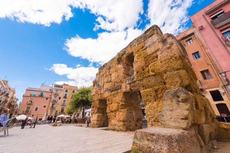 TARRAGONA SPANIEN - MAJ 1, 2017: Forntida fördärvar i centret Sikt av området av det provinsiella forumet kopiera avstånd Utrymme arkivbild