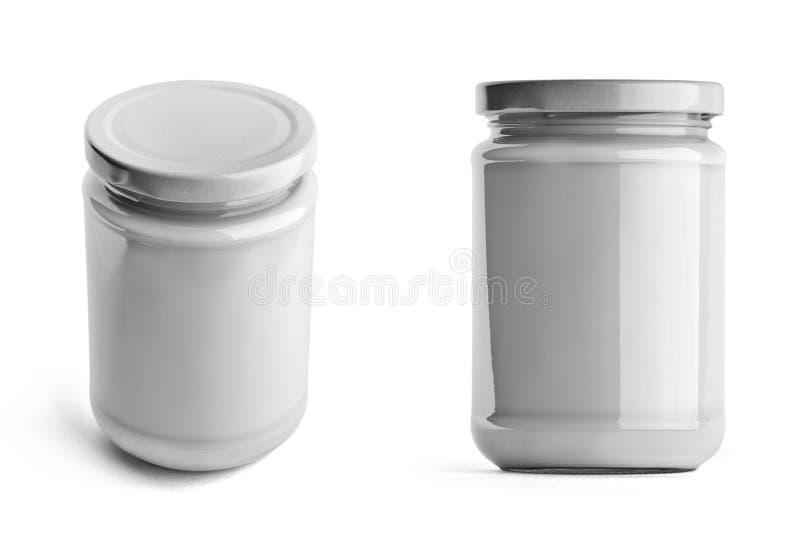 Tarro de cristal con el casquillo blanco en la visión delantera y superior aislado en el fondo blanco fotografía de archivo libre de regalías
