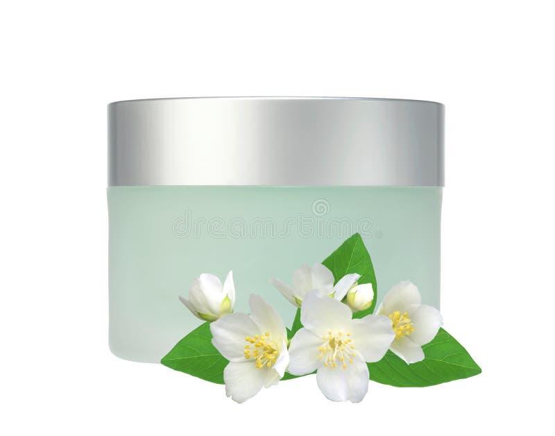 Tarro de cristal de flores de la crema y del jazmín de cara aisladas en blanco foto de archivo libre de regalías