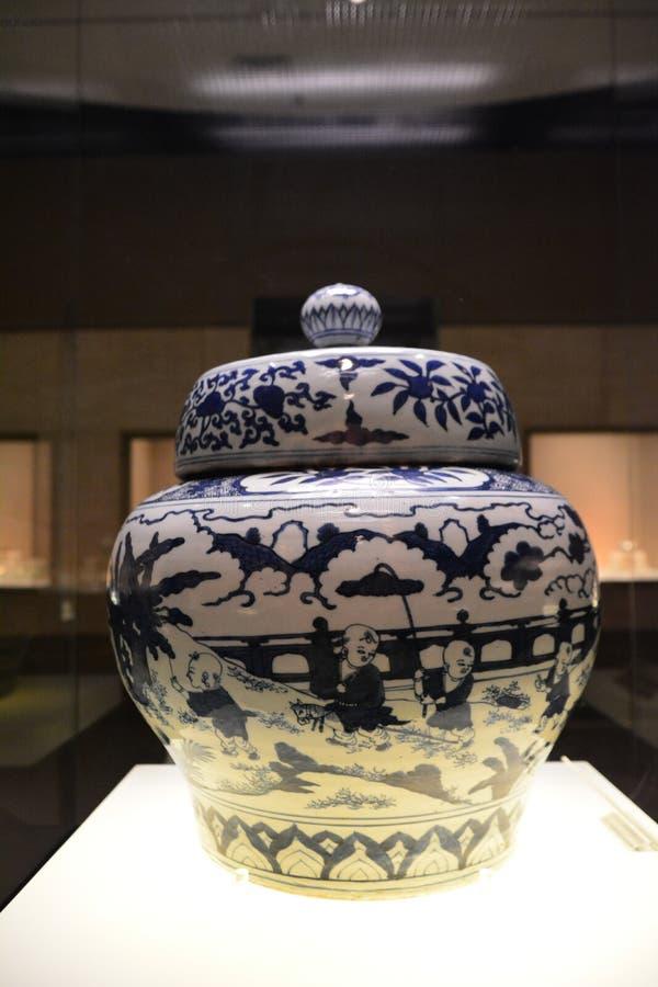 Tarro de la porcelana en Ming Dynasty imágenes de archivo libres de regalías