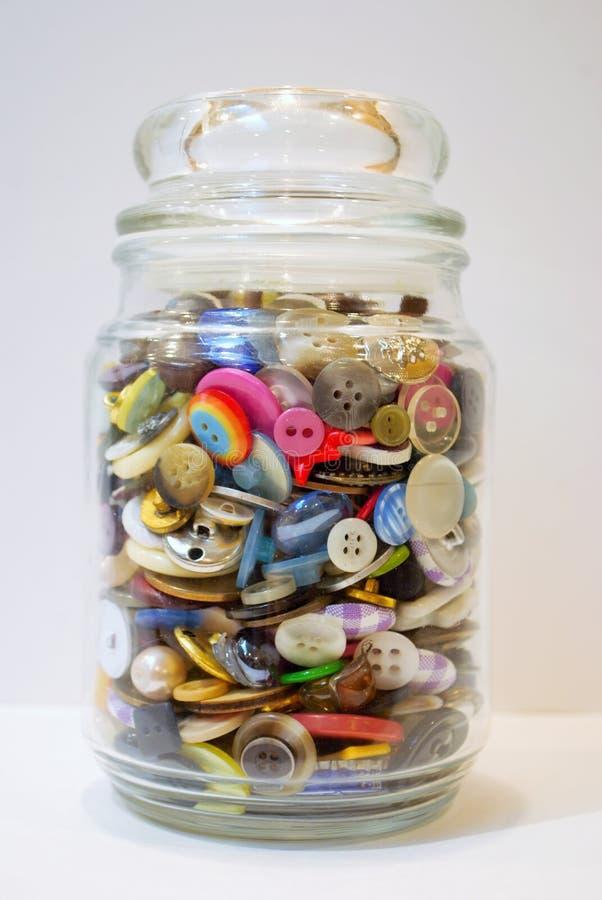 Tarro por completo de botones foto de archivo libre de regalías