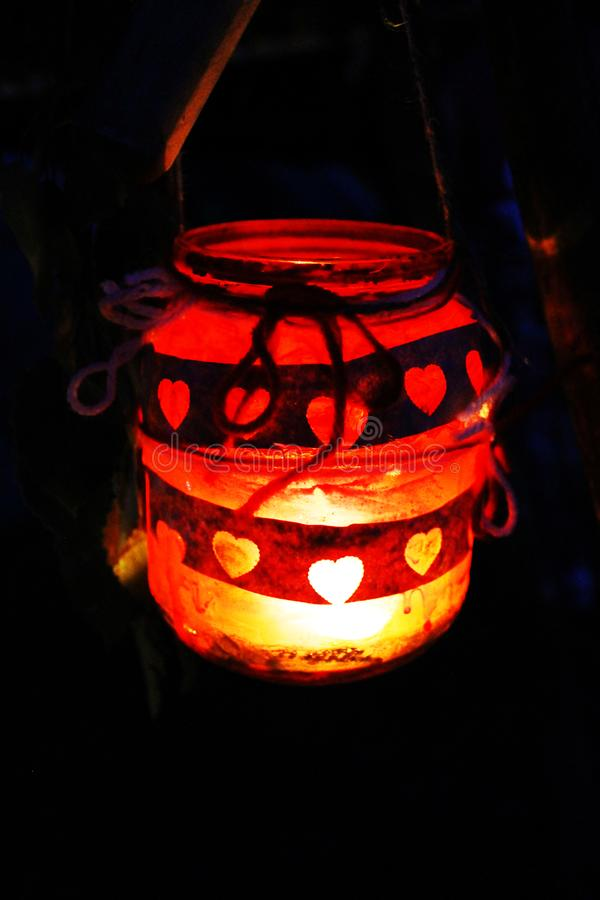 Tarro rojo del amor de la vela fotografía de archivo