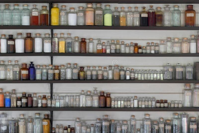 Tarros del laboratorio imagenes de archivo