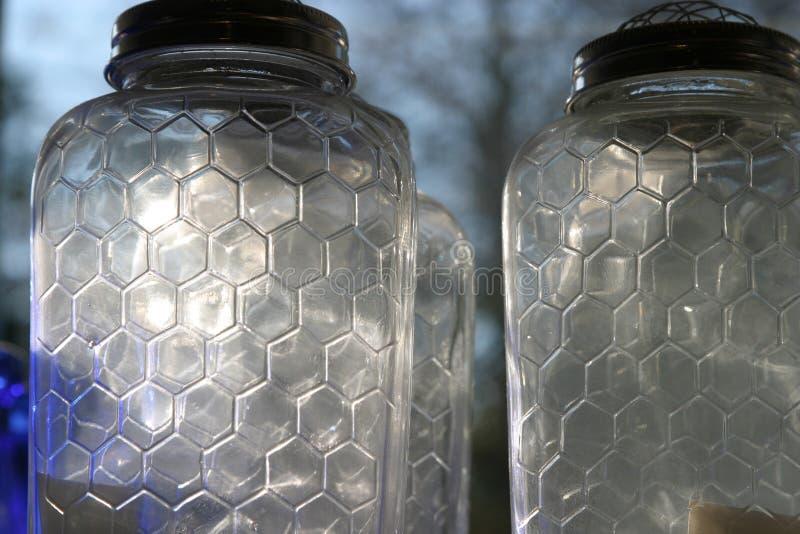 Tarros del vidrio de la colmena de la abeja foto de archivo libre de regalías