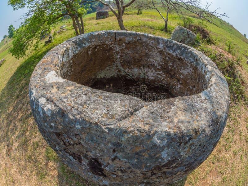 Tarros gigantes de la piedra de la edad de hierro Meseta de Xiangkhoang, Laos foto de archivo