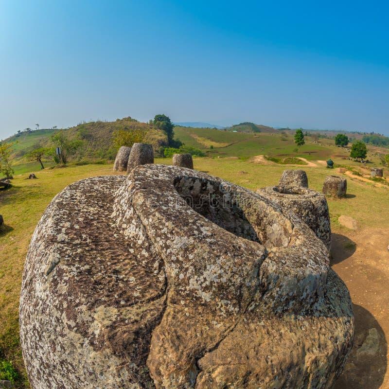 Tarros gigantes de la piedra de la edad de hierro Meseta de Xiangkhoang, Laos fotografía de archivo libre de regalías