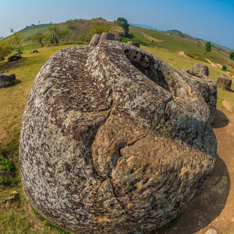 Tarros gigantes de la piedra de la edad de hierro Meseta de Xiangkhoang, Laos fotos de archivo libres de regalías