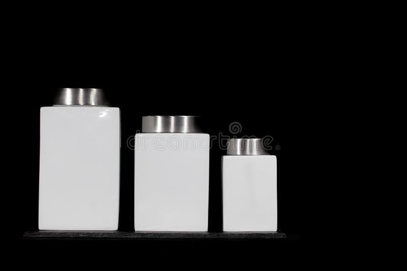 Tarros minimalistas modernos del almacenamiento de la cocina Poder de cerámica blanca cuadrada fotos de archivo