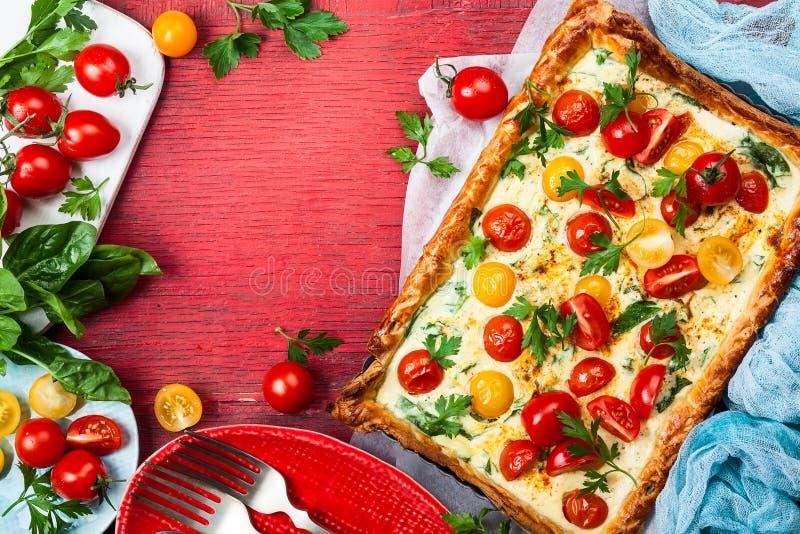 Tarta de la pasta de hojaldre del tomate fotografía de archivo libre de regalías