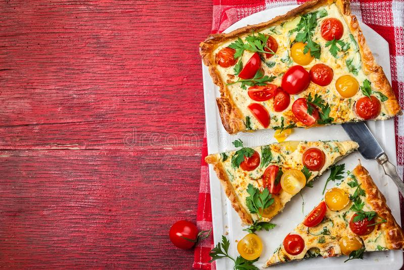 Tarta de la pasta de hojaldre del tomate fotos de archivo libres de regalías