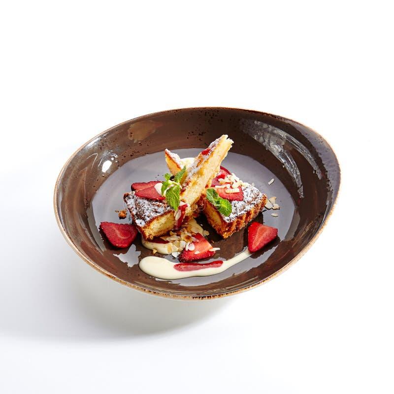 Tarta de la pera con la salsa de la vainilla imagenes de archivo