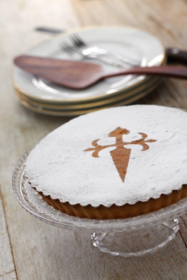 Tarta de santiago, bolo espanhol da amêndoa imagens de stock