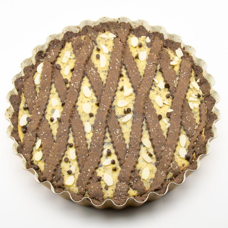 Tarta recientemente cocida del cacao con queso y chocolate foto de archivo