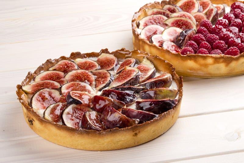 Tarta z figą i malinkami z serową śmietanką obrazy royalty free