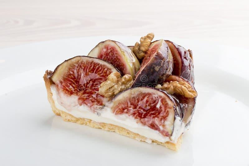 Tarta z figą i malinkami z serową śmietanką zdjęcia royalty free