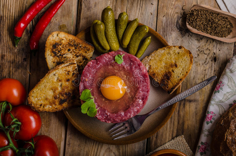 Tartare maträtt för nötkött royaltyfri foto
