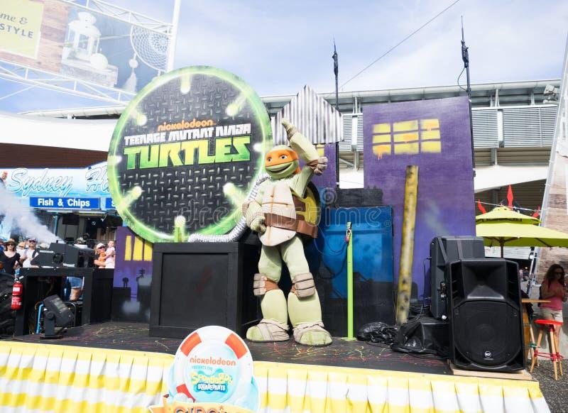 Tartarugas adolescentes do ninja do mutante em desenhos animados e em banda desenhada da parada na mostra real de Sydney Easter fotos de stock royalty free