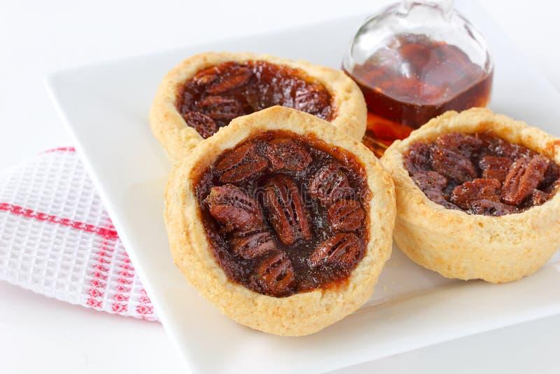 Tartas canadienses de la pacana del jarabe de arce imagen de archivo