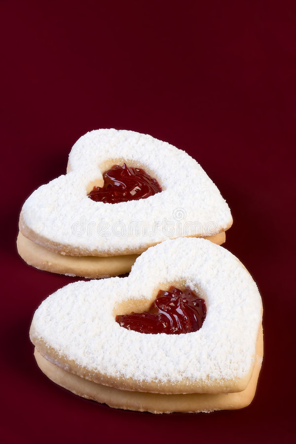 Tartas del linzer de la tarjeta del día de San Valentín imagen de archivo