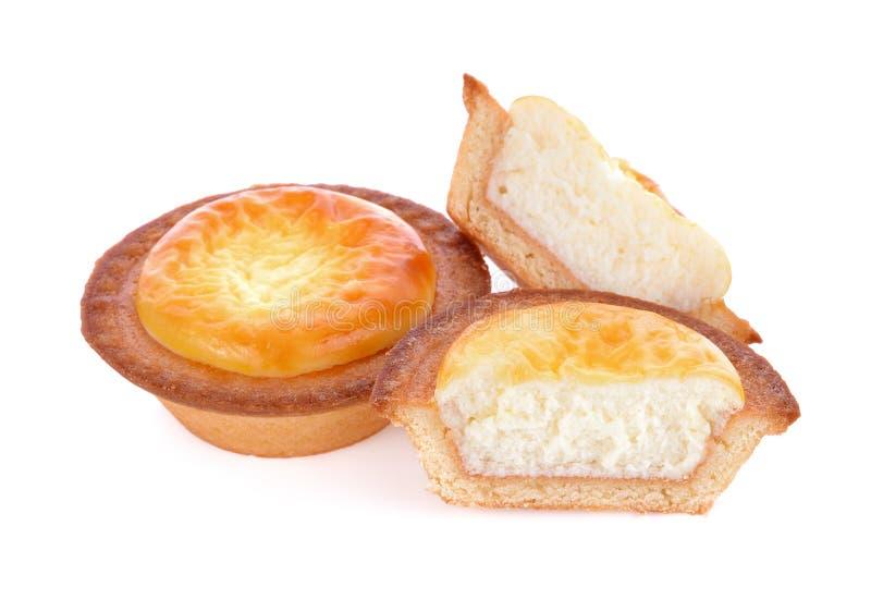 Tartas del queso aisladas en el fondo blanco imagen de archivo