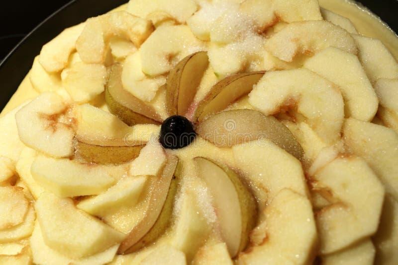 Tarte aux pommes avant la cuisson images libres de droits