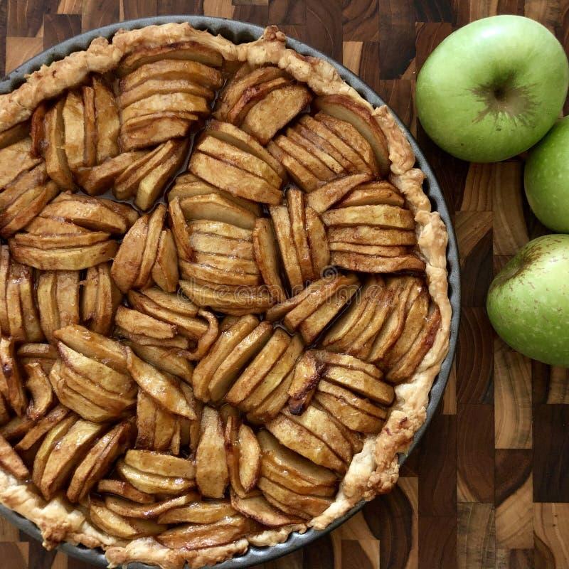 Tarte aux pommes fraîche images libres de droits