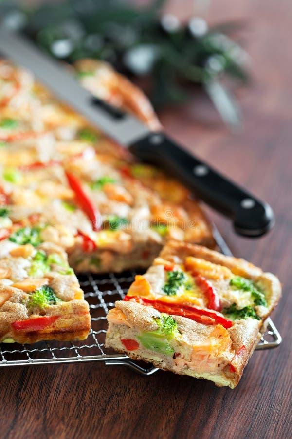 Tarte avec des saumons image libre de droits