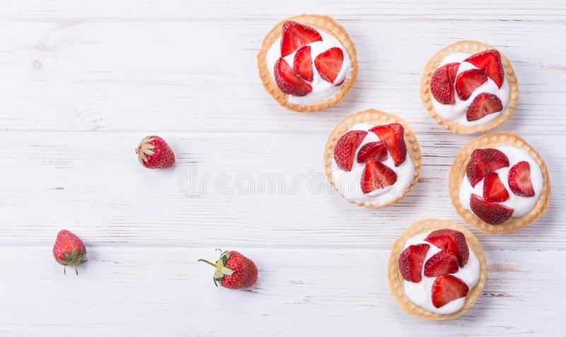 Tarte avec la fraise fraîche image stock